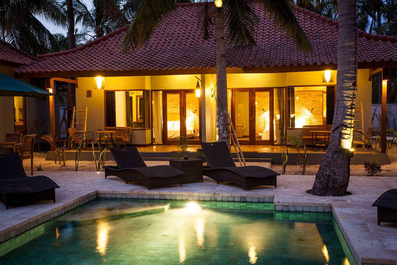 files/pictures/72_Pixel_04_Belukar_Dusk_Pool_Hotel_Resort_Villa_Rooms_Double_Twin_Family_Romantic_Tropical_Palm_Sun_Coconut_Quality_Bar_Pool_Beach_Food_Drink_Evening.jpg